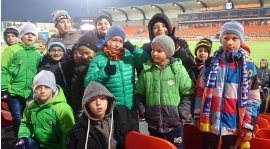 Grupa z Radomyśla na meczu ekstraklasy