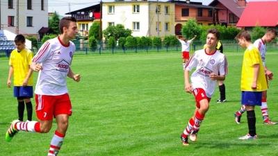 Wygrana juniorów w derbach i porażka trampkarzy