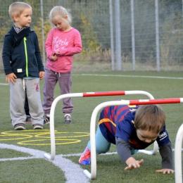 Przedszkolaki na boisku