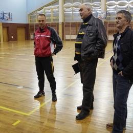 Od lewej : Trener Michał Kręblewski, prezes LKS Kamienica Polska Andrzej Nowowiejski oraz członek zarządu Bogusław Dobosz