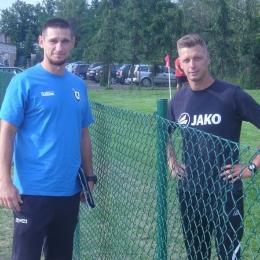 Trenerzy: Dawid Niezbecki (Zawisza) i Mariusz Modry (GLKS Dobrcz)