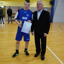 II Turniej Juniorów Młodszych w halowej piłce nożnej (część 2)