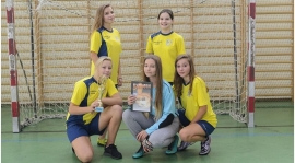 Piłkarki z Lucienia najlepsze w halowych Mistrzostwach Powiatu