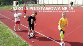 Treningi piłki nożnej w SP19 os Oświecenia 1