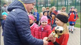 UKS SP 12 Tęcza Bydgoszcz druga w turnieju organizowanym przez przez PZPN i FIFA