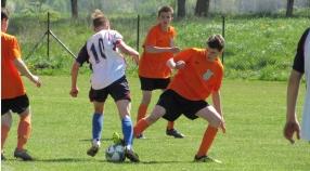 Młodzieżowe derby na remis