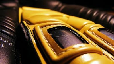 Artykuł sponsorowany: Co dają rękawice bramkarskie i dlaczego warto stawiać na dobre?