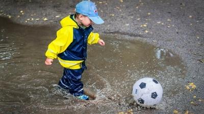 """Dlaczego dzieci powinny trenować także w """"brzydką"""" pogodę."""