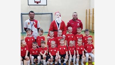 ROCZNIK 2014/2015: Święty Mikołaj odwiedził najmłodszą grupę