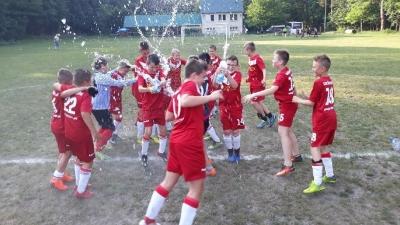 MŁODZIKI: Kolejne wysokie zwycięstwa młodzików – wygrywamy III-ligową rywalizację !