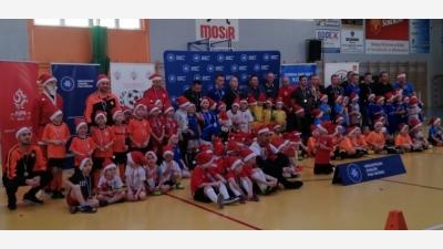 10 drużyn zagrało w IV Mikołajkowym Turnieju Skrzatów