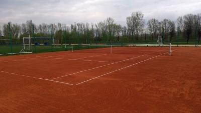 Kort tenisowy otwarty!