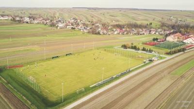 Kilka ujeć z meczu na nowym boisku