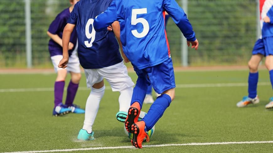 Artykuł sponsorowany: Czy warto korzystać z getrów piłkarskich podczas treningów?