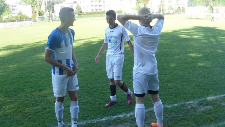 Seniorzy: Błękitni Herby 5 - 2 (3-2) Orzeł Pawonków