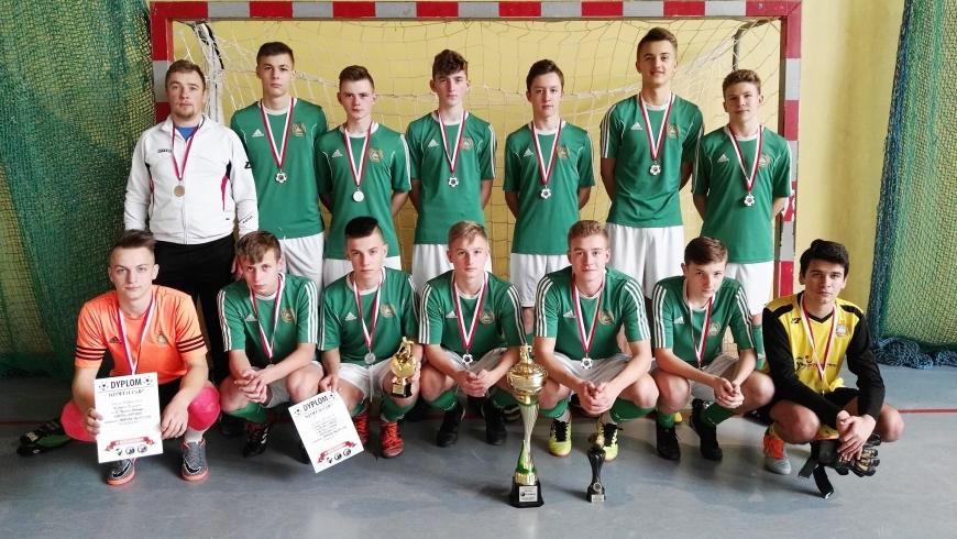 Juniorzy młodsi ze srebrem w XV turnieju Kmita Cup!