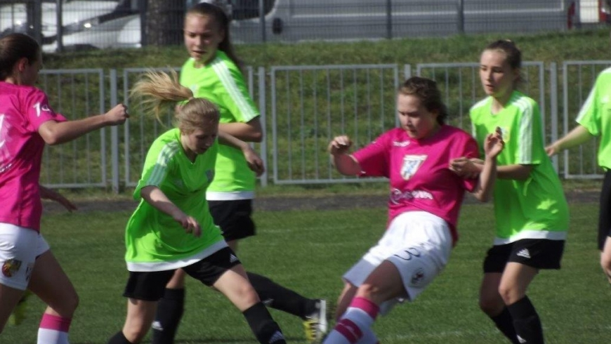 Dziewczęca piłka nożna w Piaście. Nadrabiamy zaległości.