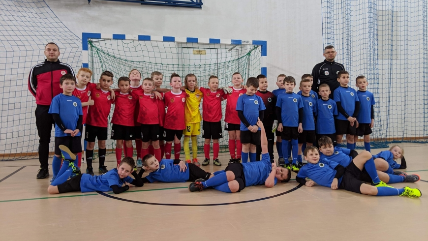 """ROCZNIK 2010: Żaki Akademii """"Mała Olimpia"""" zagrali z Górnikiem Kłodawa"""